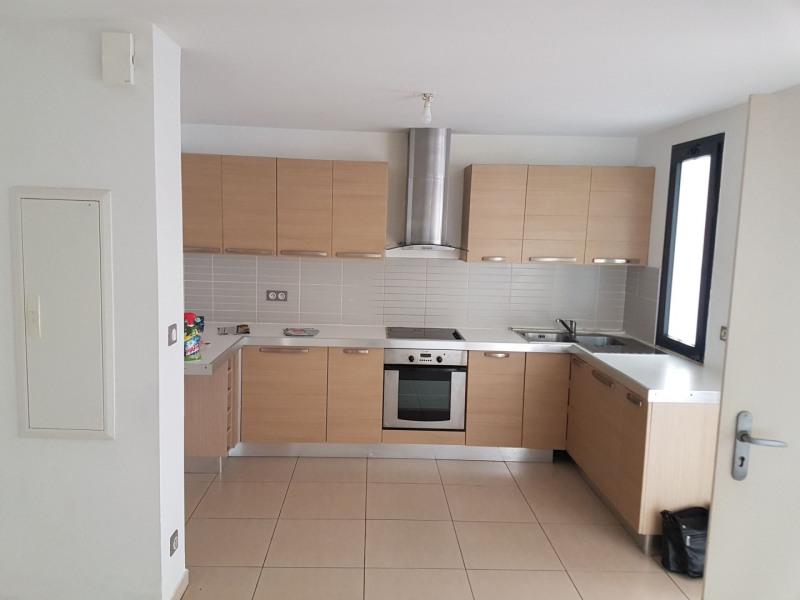 Location appartement Saint-pierre 850€ CC - Photo 2