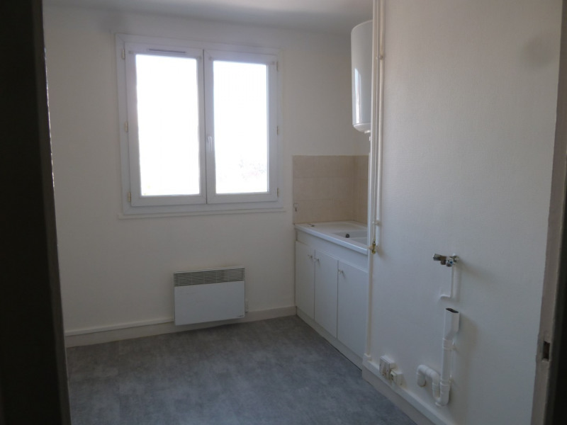 Rental apartment Saint-genis-laval 622€ CC - Picture 5