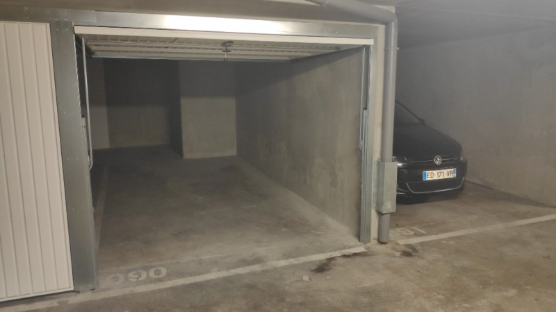 Rental parking spaces Saint laurent du var 120€ CC - Picture 1