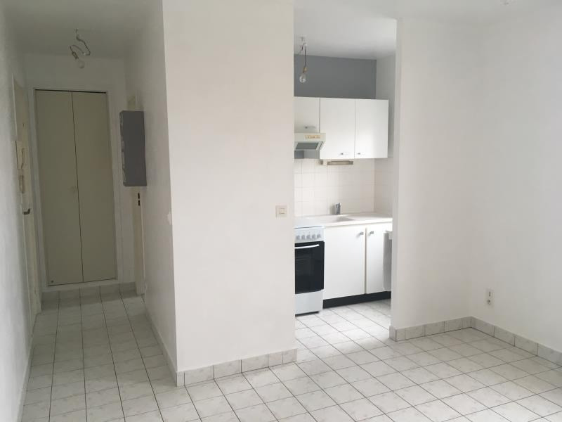 Rental apartment Vendome 366€ CC - Picture 1