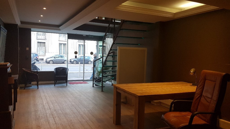 Vente local commercial Toulon 225 000€ - Photo 1