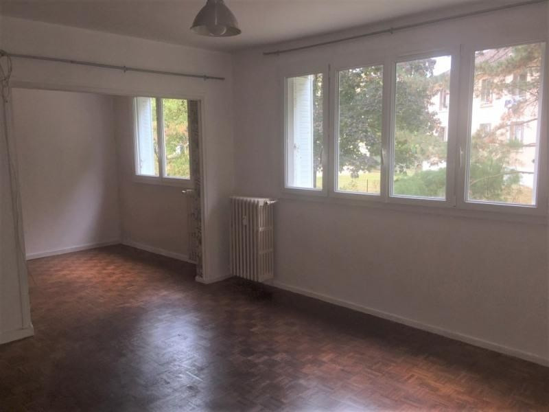 Location appartement Montfort l amaury 940€ CC - Photo 1