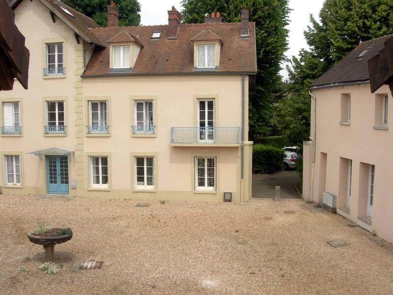 Rental apartment Guyancourt 760€ CC - Picture 1