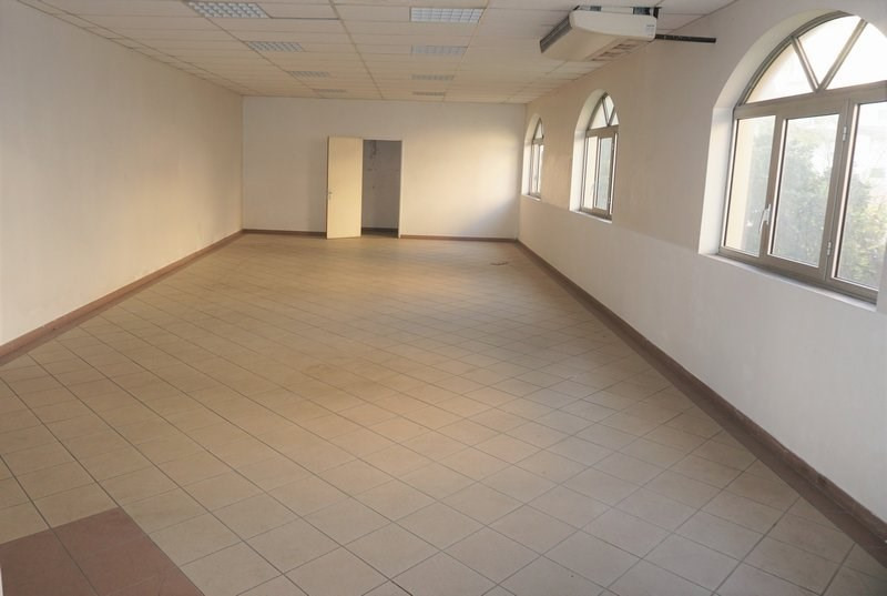 Location local commercial St denis 3400€ CC - Photo 1