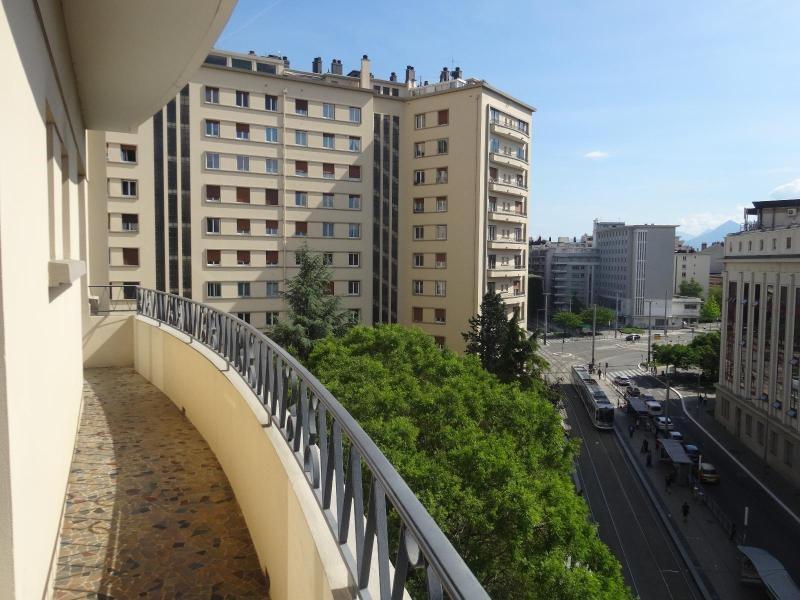 Location appartement Grenoble 1059€ CC - Photo 1