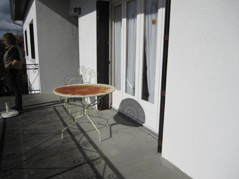 Sale house / villa Barbezieux-saint-hilaire 136500€ - Picture 2