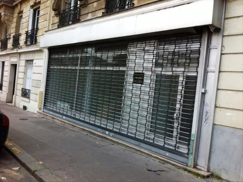 Sale shop Paris 18ème 339000€ - Picture 1