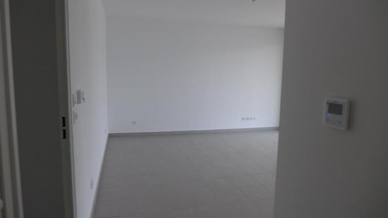 Rental apartment Decines charpieu 784€ CC - Picture 2