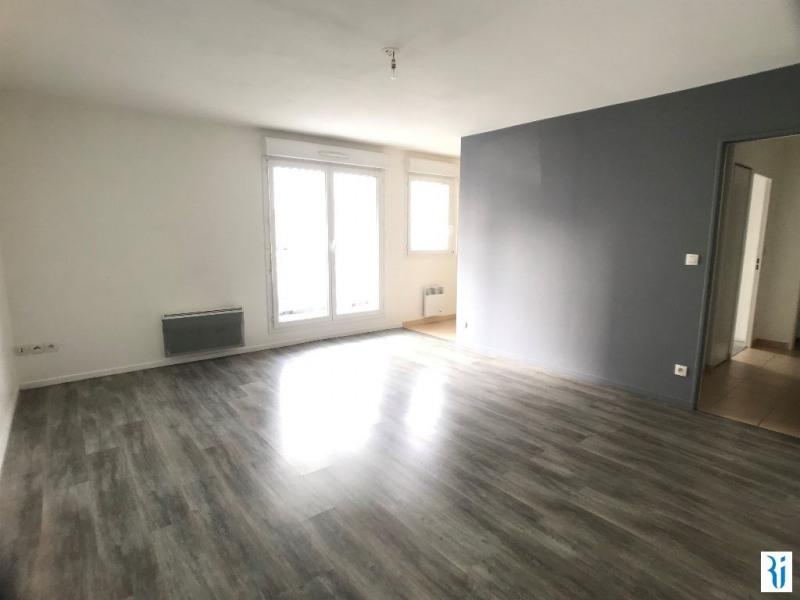 Rental apartment Rouen 547€ CC - Picture 1