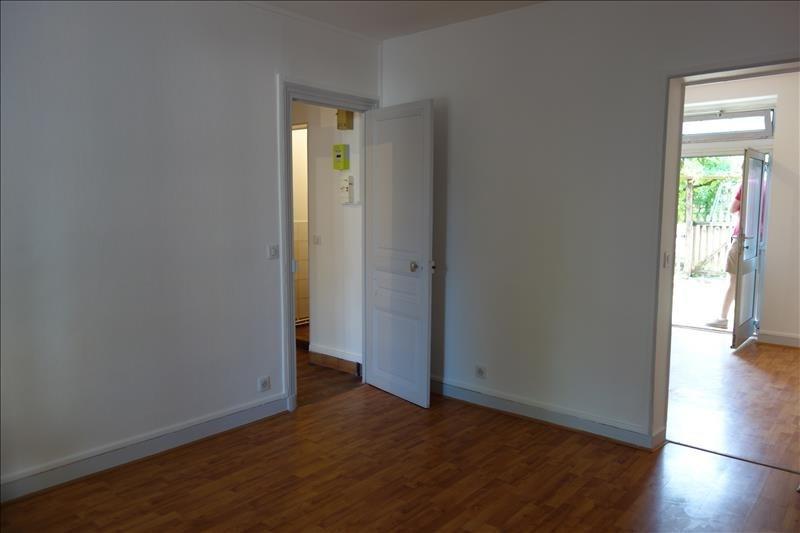 Rental apartment St cyr l ecole 770€ CC - Picture 2
