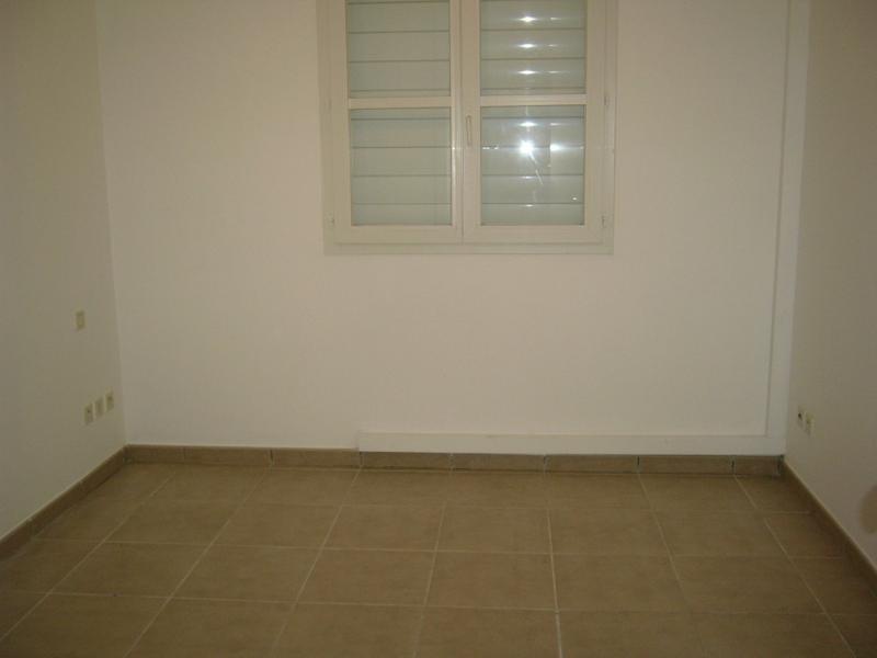 Rental apartment Bois de nefles st denis 841€ CC - Picture 4