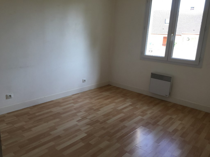 Location maison / villa Cintray 860€ CC - Photo 6
