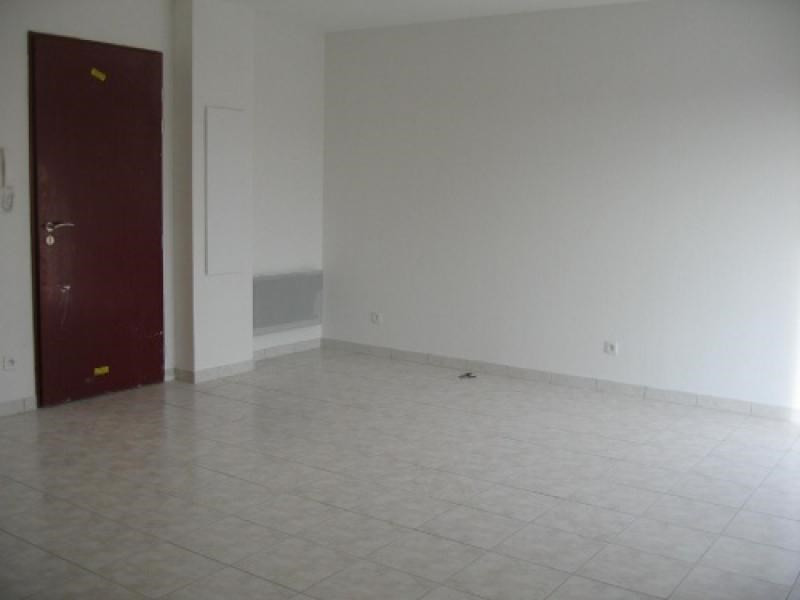 Rental apartment Cabries 1 002€ CC - Picture 5