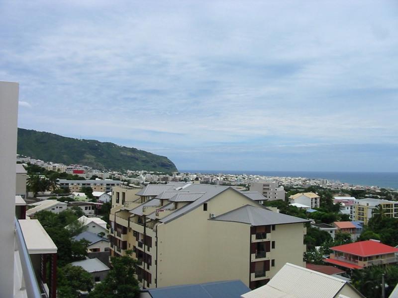 Location appartement Ste clotilde 910€ CC - Photo 1