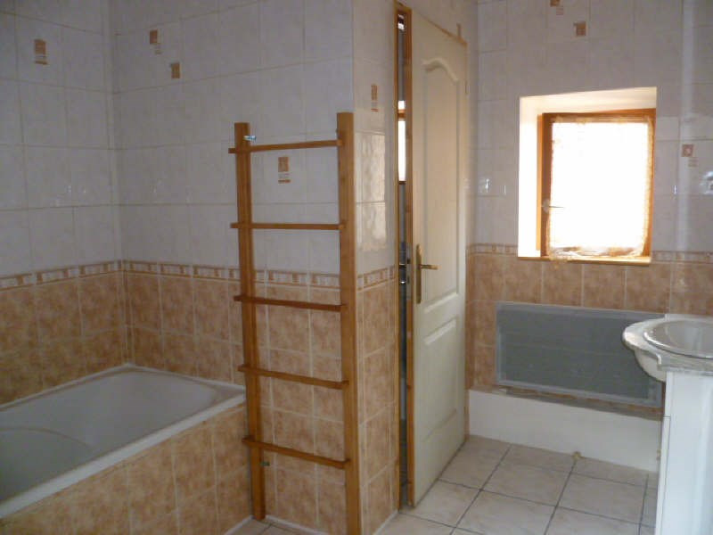 Rental house / villa Chatonnay 650€ CC - Picture 4