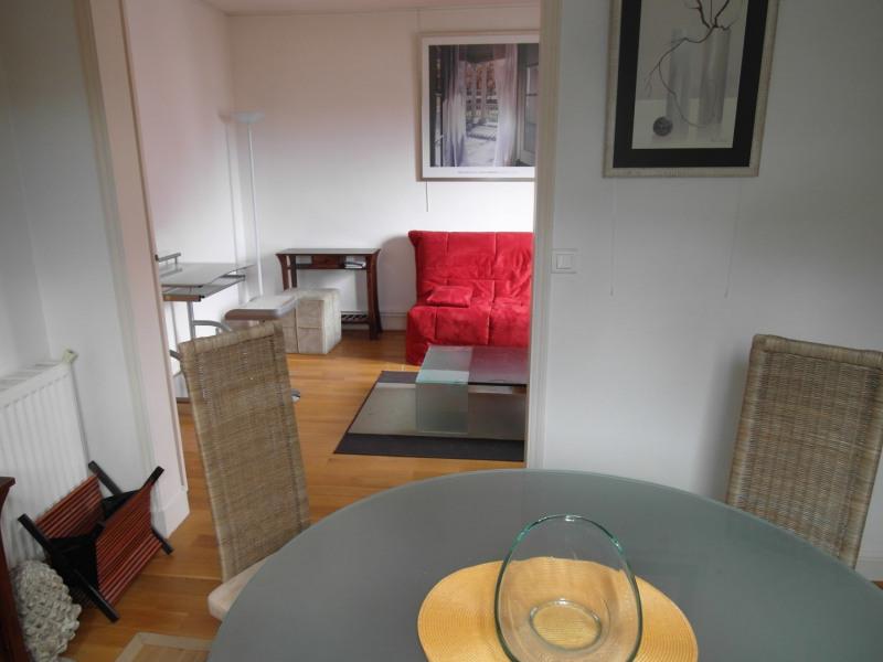 Rental apartment Neuilly-sur-seine 1900€ CC - Picture 2