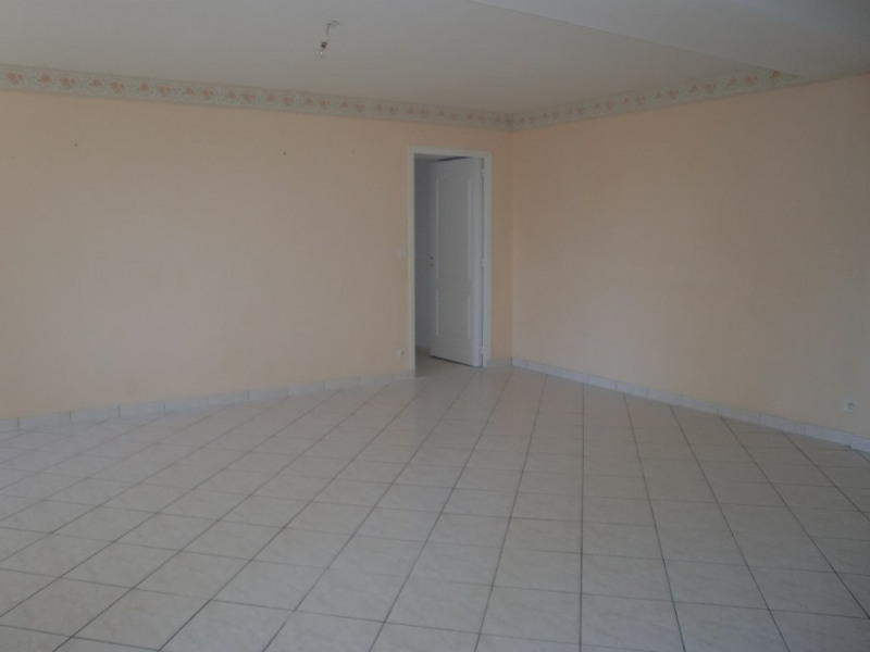 Location maison / villa Quelaines saint gault 620€ CC - Photo 6