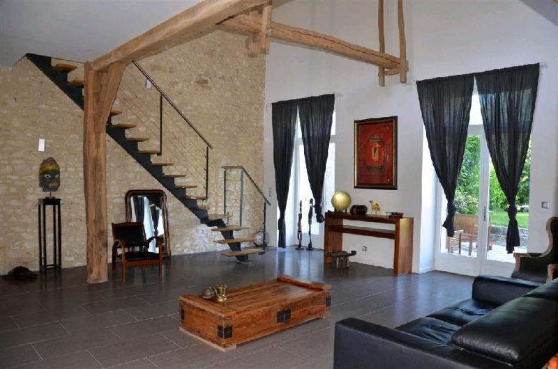 Sale house / villa Machault 405000€ - Picture 1