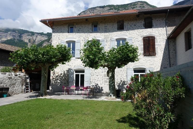 Sale house / villa Lumbin 428000€ - Picture 1