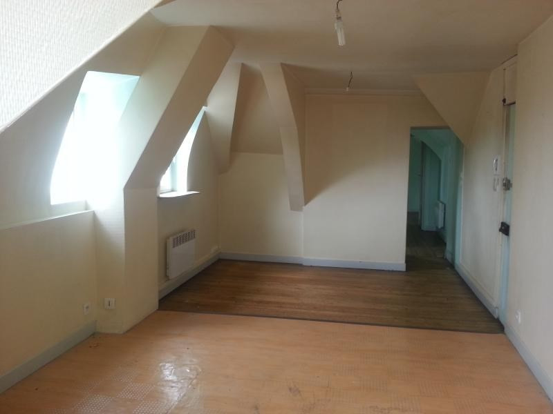 Location appartement Laval 340€ CC - Photo 2