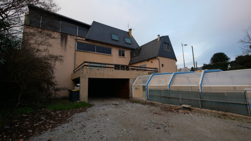 Local commercial de 1200 m² avec piscine couverte