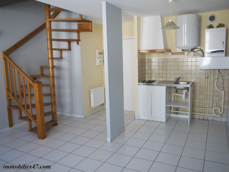 Rental apartment Montpezat 300€ CC - Picture 1