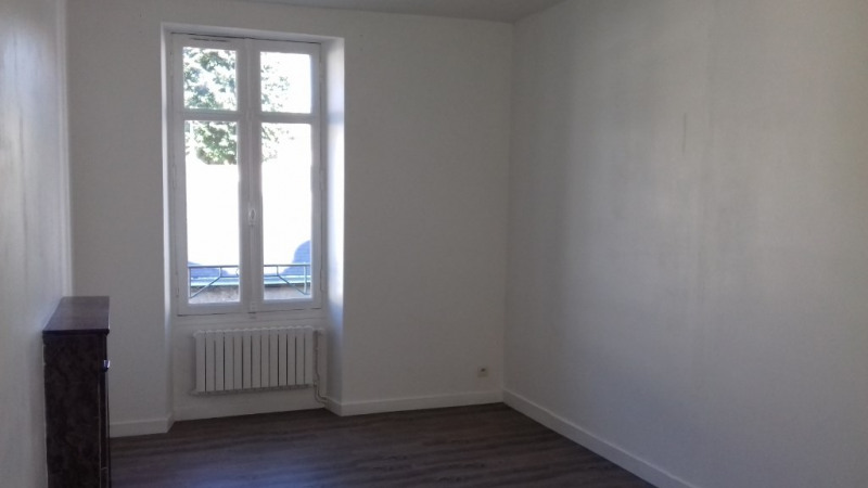 Location appartement Laval 388€ CC - Photo 2