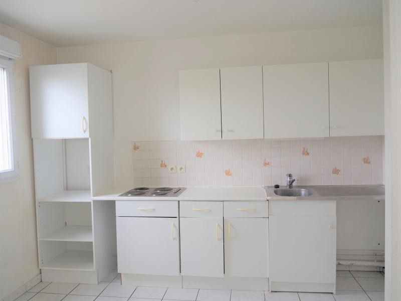 Location appartement Cergy 906€ CC - Photo 3