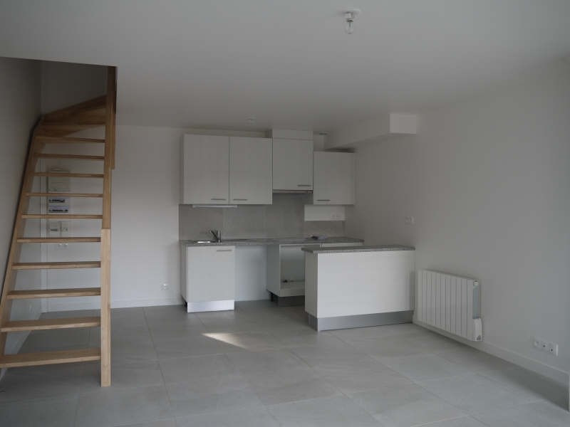 Rental apartment Maurecourt 930€ CC - Picture 1