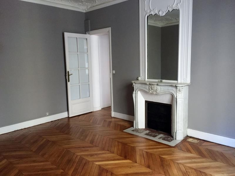 Location appartement Paris 17ème 1 900€ CC - Photo 1