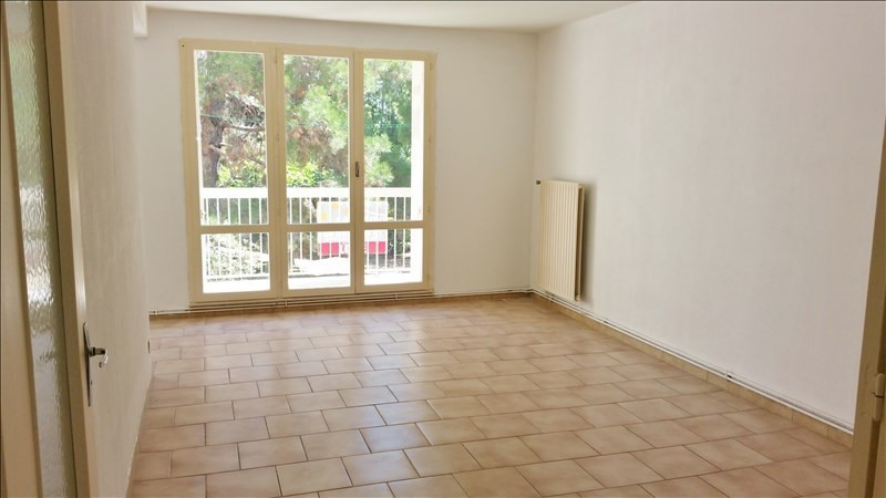 Location appartement Senas 776€ CC - Photo 1