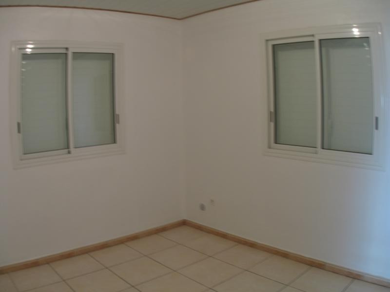 Rental house / villa La possession 806€ CC - Picture 5