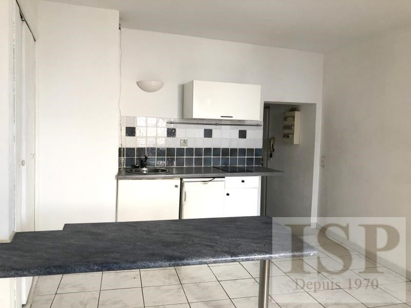 Rental apartment Aix en provence 600€ CC - Picture 2