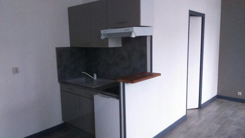Rental apartment Saint quentin 355€ CC - Picture 2