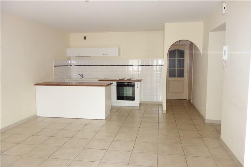 Sale apartment La roche sur yon 110000€ - Picture 2