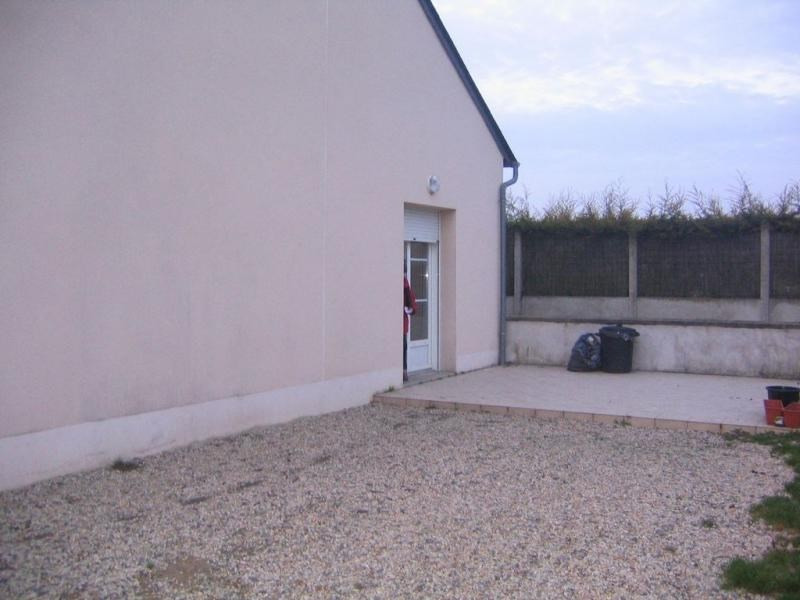 Location maison / villa Change 655€ CC - Photo 3