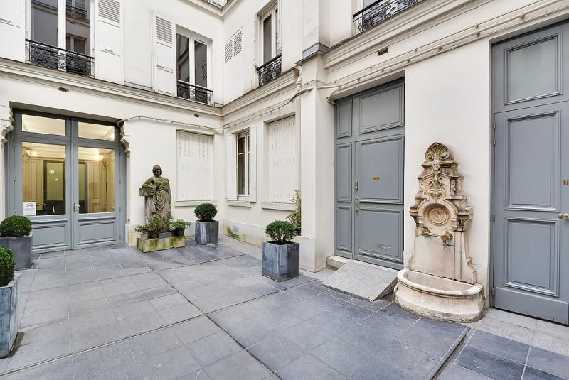 Rental apartment Paris 8ème 2395€ CC - Picture 1
