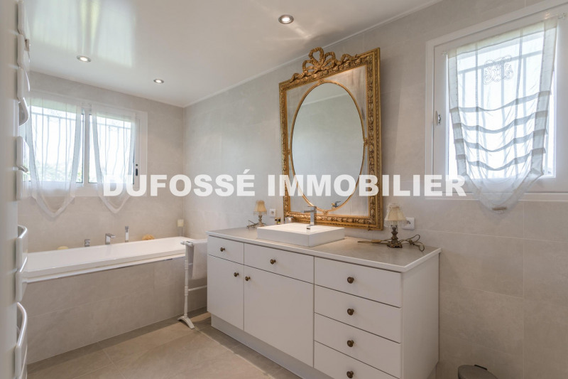 Deluxe sale house / villa Saint-cyr-au-mont-d'or 960 000€ - Picture 10