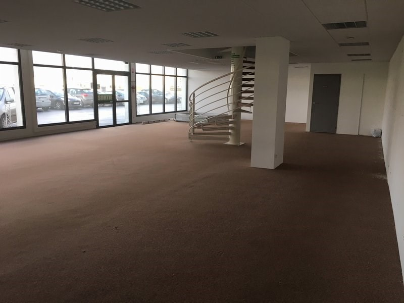 Location local commercial St lo 3 460€ CC - Photo 4