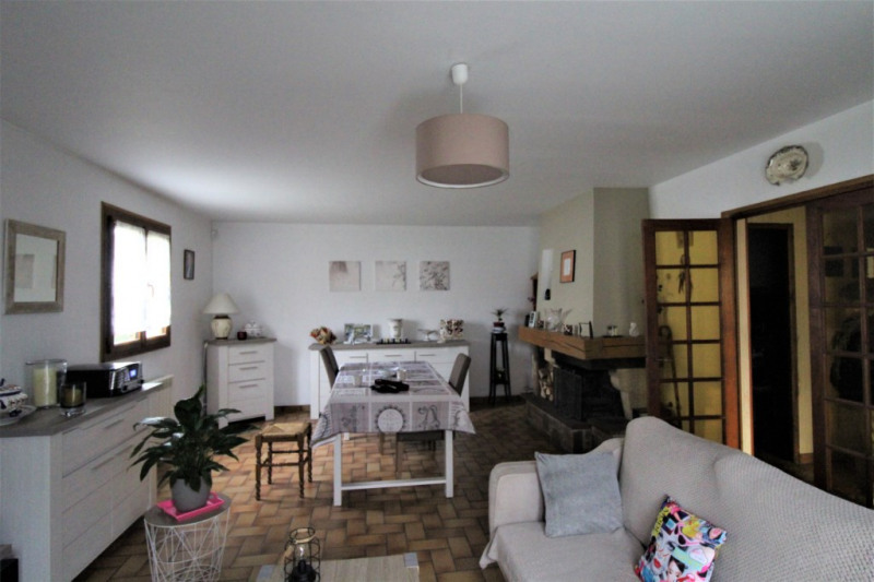 Sale house / villa Petit couronne 220000€ - Picture 1