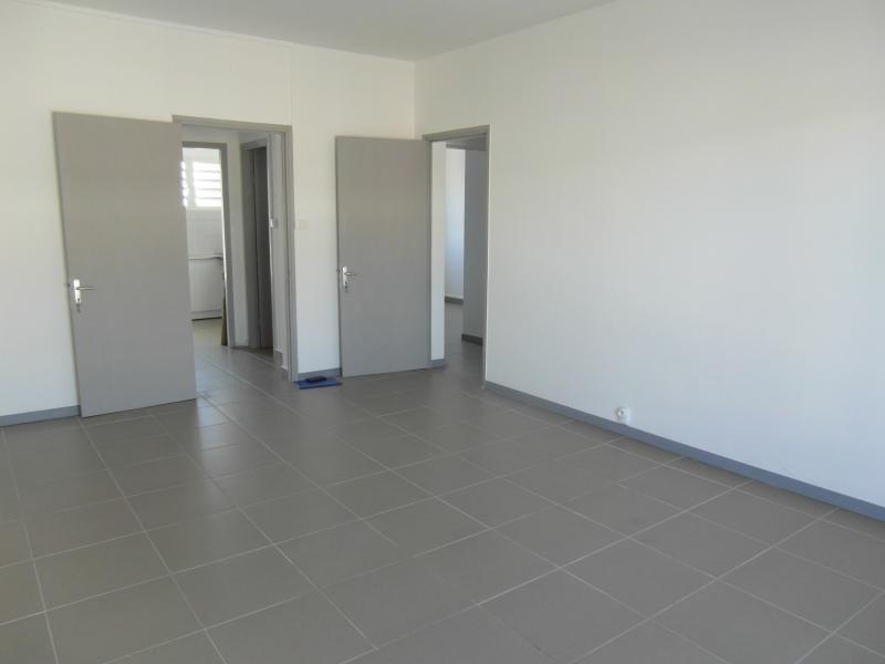 Rental apartment St denis 830€ CC - Picture 6
