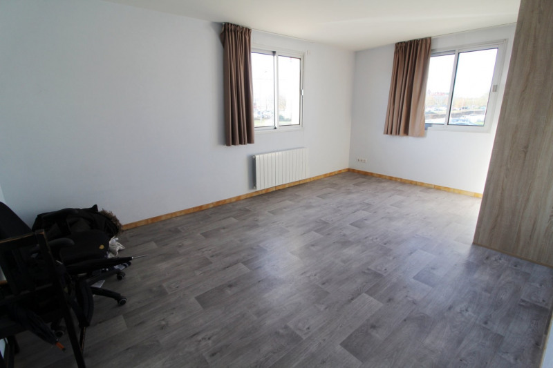 Rental apartment Maurepas 770€ CC - Picture 4