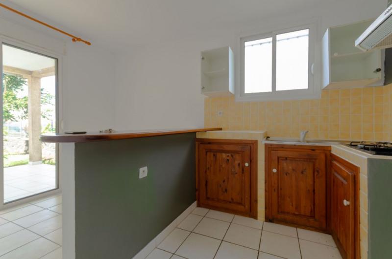 Location maison / villa Petite ile 719€ CC - Photo 4