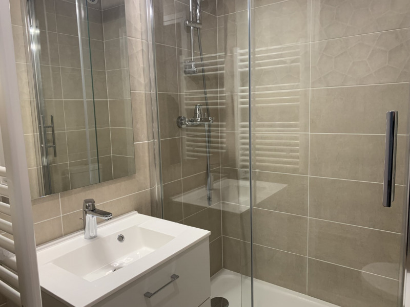 Location appartement Paris 7ème 3 490€ CC - Photo 8