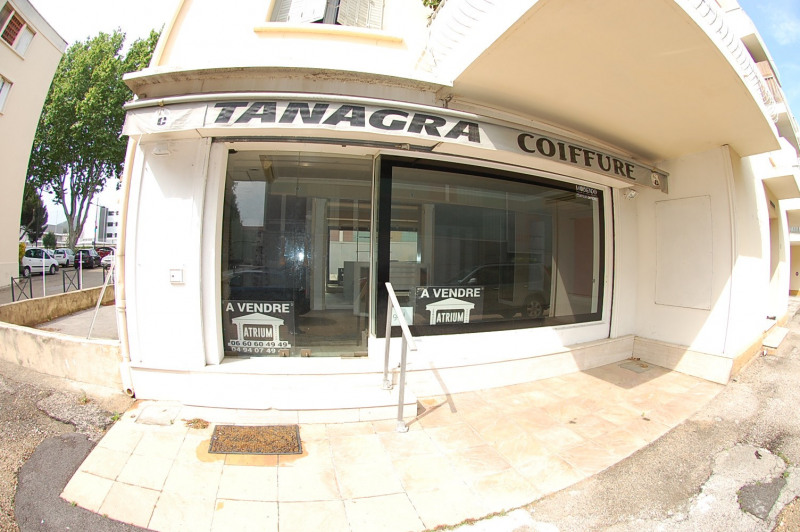 Commercial property sale shop Six fours les plages 212 000€ - Picture 1