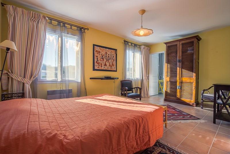 Deluxe sale house / villa Le puy ste reparade 828000€ - Picture 13