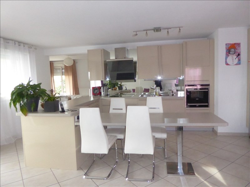 Sale apartment Cessy 630 000€ - Picture 3