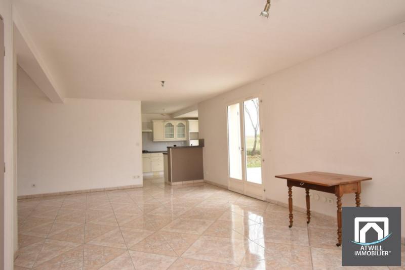 Sale house / villa La chaussee saint victor 238500€ - Picture 2