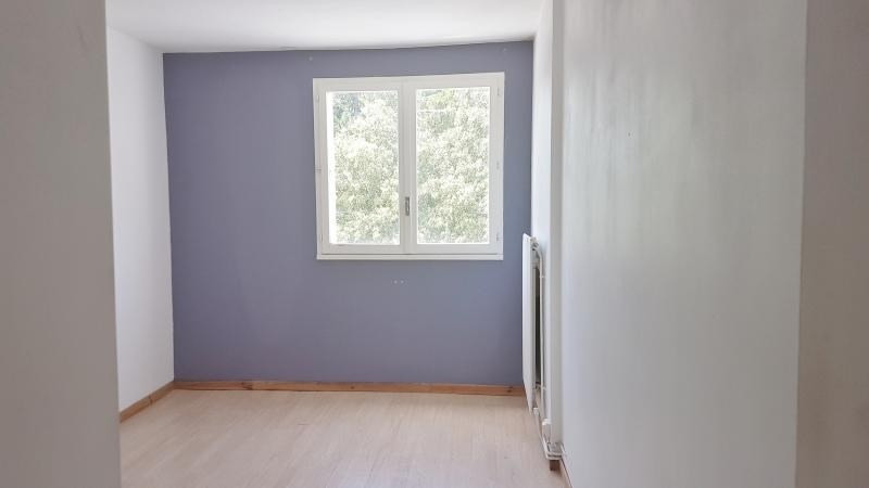 Location appartement Senas 799€ CC - Photo 3