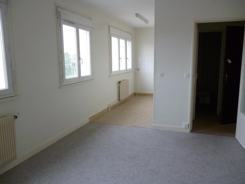 Location appartement Le coteau 317€ CC - Photo 1